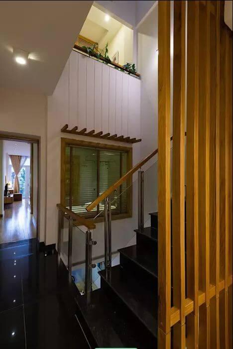 Thiết kế cầu thang độc đáo của mẫu nhà ống 4 tầng đẹp - 1
