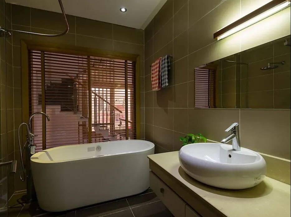 Nội thất phòng tắm hiện đại của mẫu nhà ống 4 tầng đẹp
