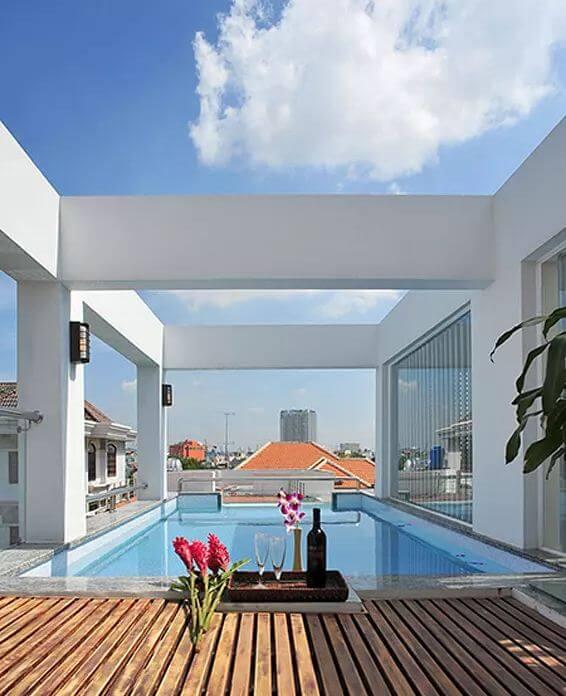 Sân thượng với thiết kế hồ bơi hiện đại - Nhà phố 3 tầng có hồ bơi