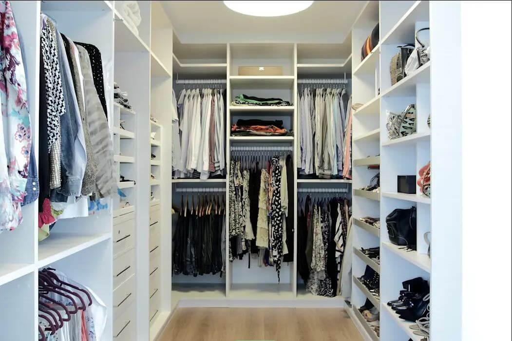 Tận dụng tối đa các bức tường - Thiết kế phòng thay đồ