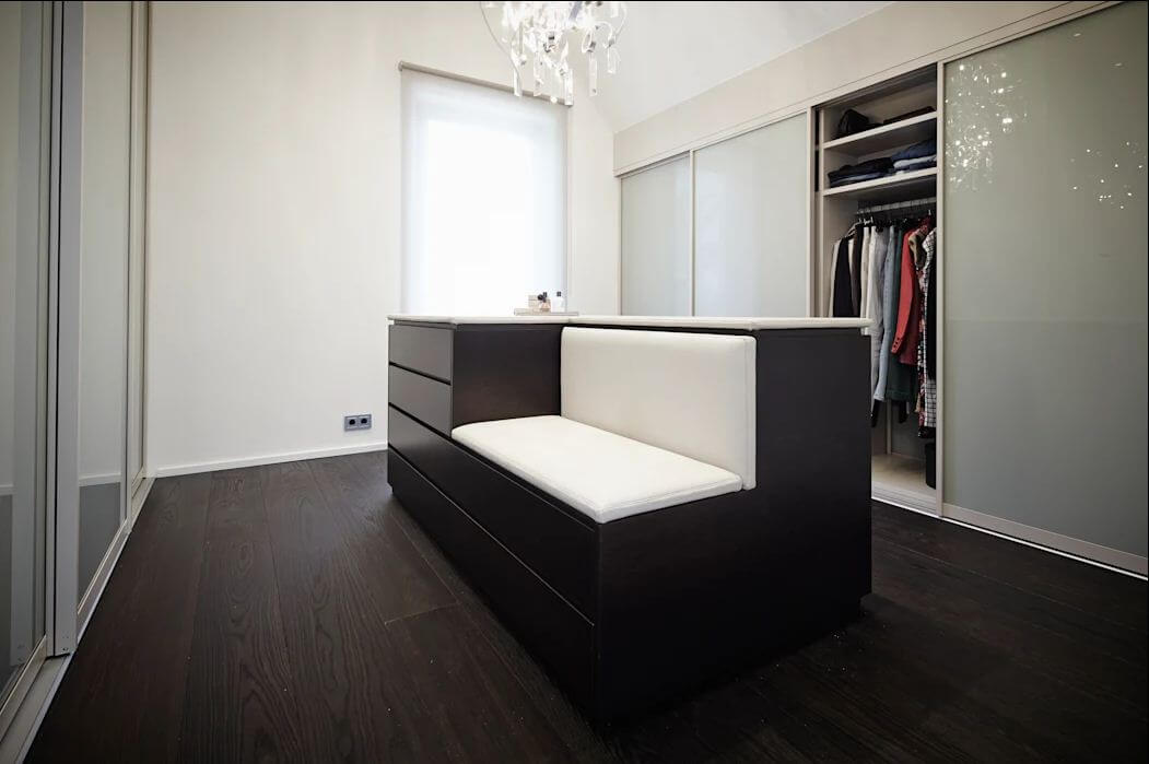 Kết hợp tủ đồ với ghế ngồi - Thiết kế phòng thay đồ