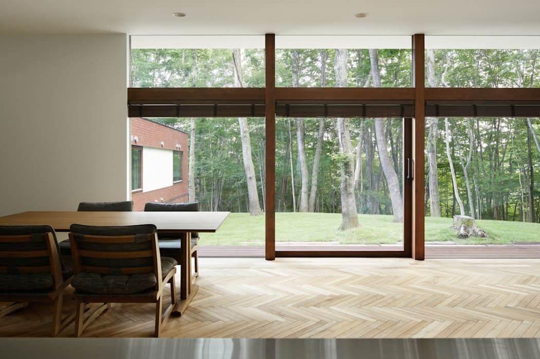 Sử dụng những ô cửa kính lớn - Cách lấy sáng cho nhà luôn thoáng mát