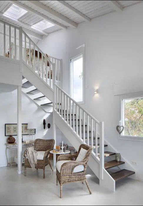 Tận dụng gầm cầu thang - Căn nhà gỗ 1 tầng