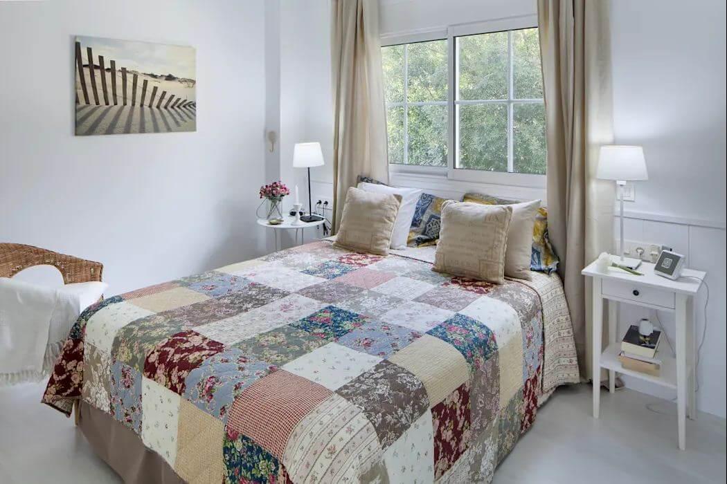 Phòng ngủ sắc màu - Căn nhà gỗ 1 tầng