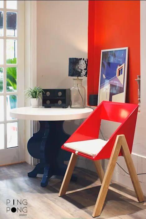 Ghế tựa đơn màu nổi bật dành cho phòng khách gia đình