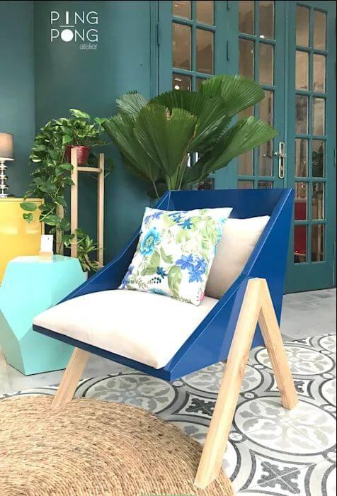 Ghế tựa đơn màu nổi bật dành cho phòng khách gia đình - 1