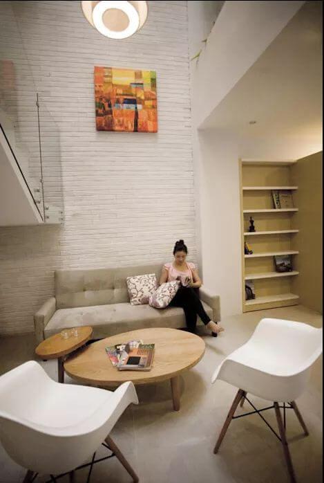 Ghế tựa gỗ trắng dành cho phòng khách gia đình - 1