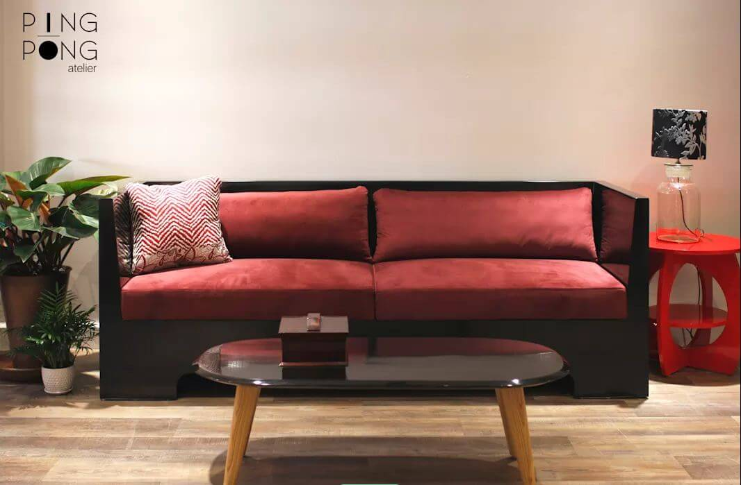 Ghế Sofa khung gỗ đen và đệm nhung dành cho phòng khách gia đình