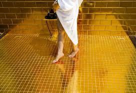 Bể bơi dát vàng