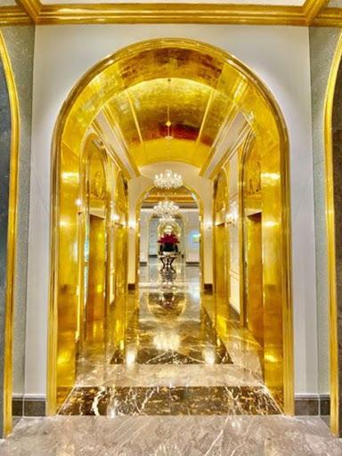 Không gian nội thất dát vàng