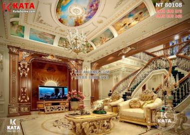 hệ hoa văn phào chỉ trang trí và đồ nội thất dát vàng khiến không gian thiết kế nội thất dinh thự trở nên lộng lẫy, đẳng cấp