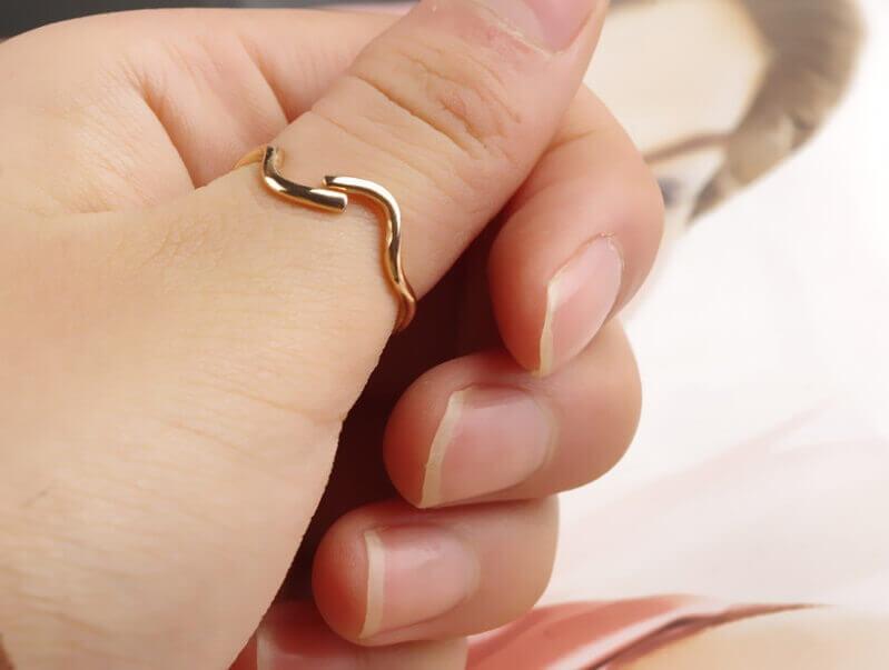 Hình ảnh: Nhẫn phong thủy đeo ở ngón cái